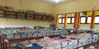Penyerahan buku paket siswa